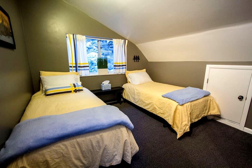 Twin Bed Room in Little Cottonwood - Sandy - Hus