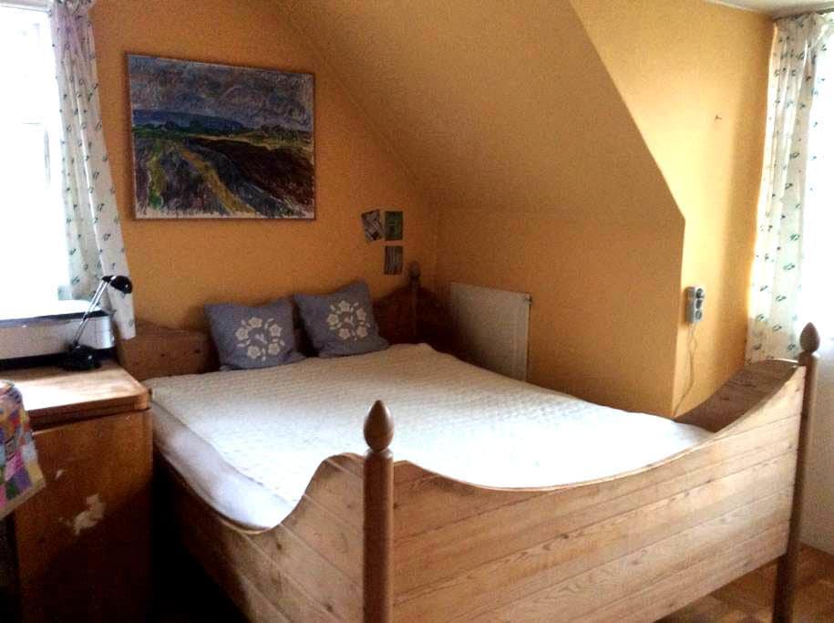 Stort, hyggeligt værelse i villa - Gentofte - Casa