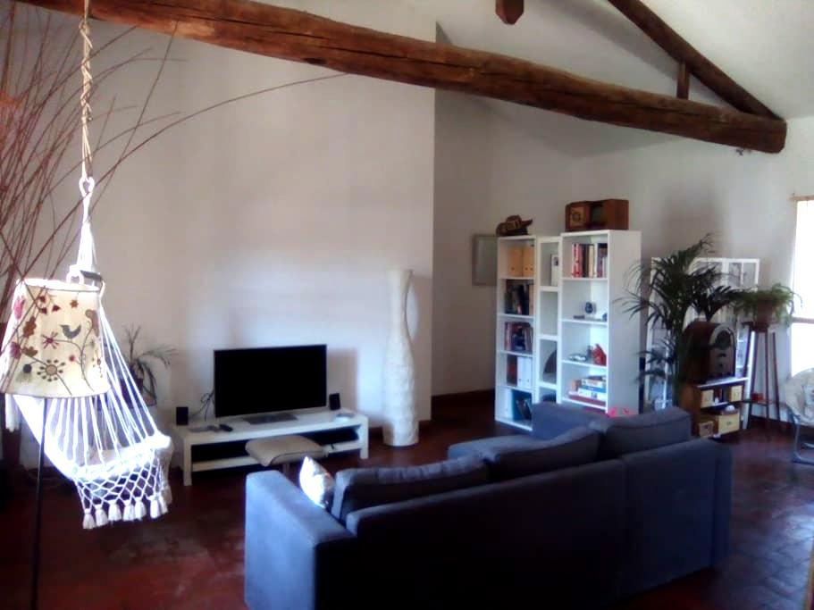 Chambre double dans loft - Apt - Loteng