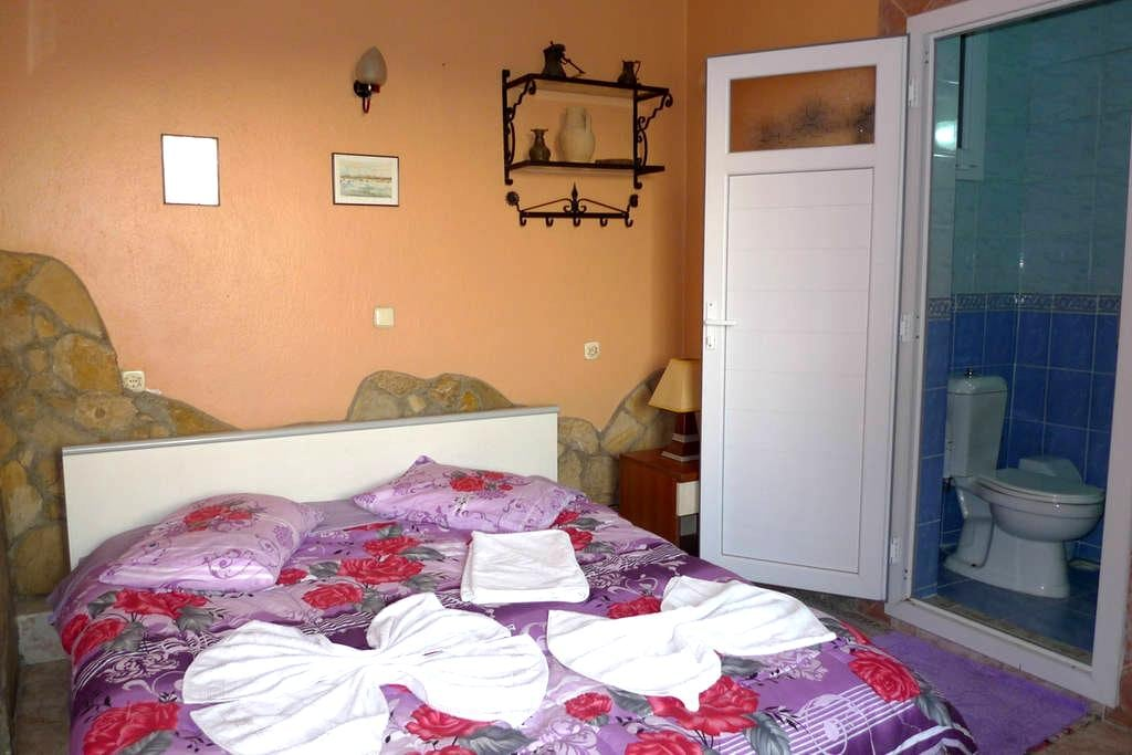 single private room inc wc, shower. - Selçuk