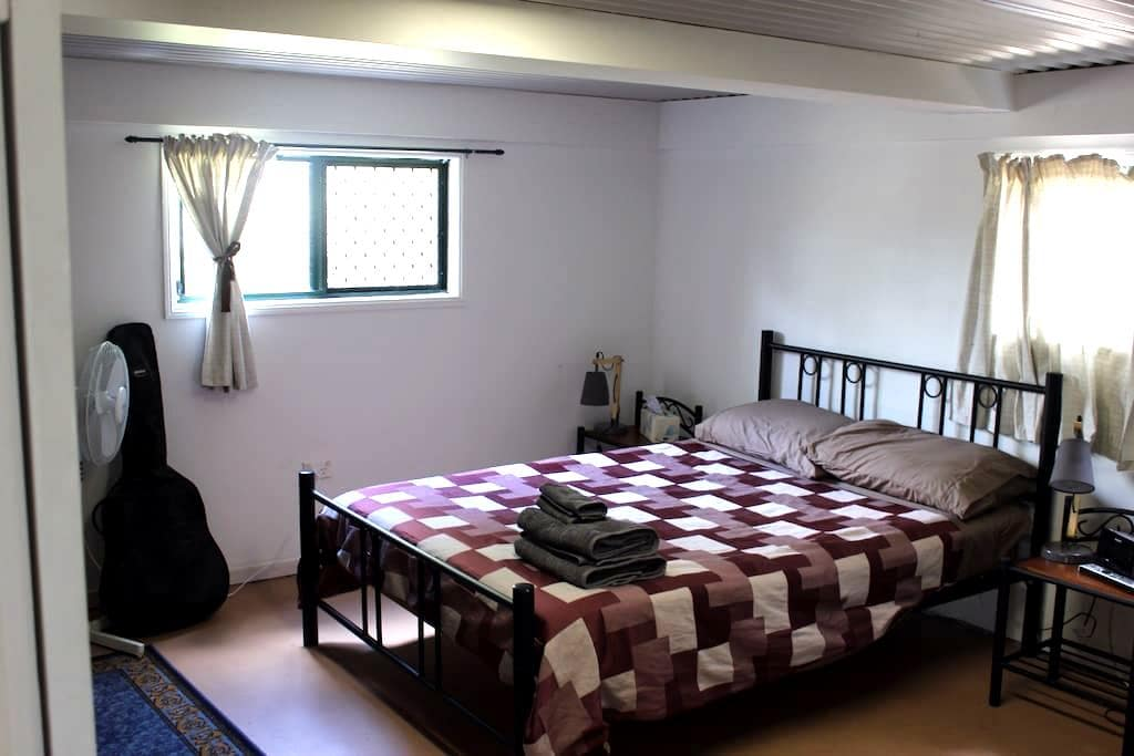 Room with it ALL,and close to the rest Rockhampton - Berserker - House