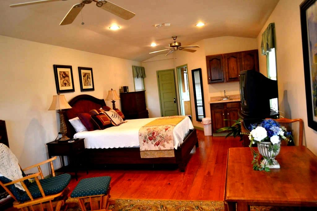 Carriage House Suite on NE Creek! - North East