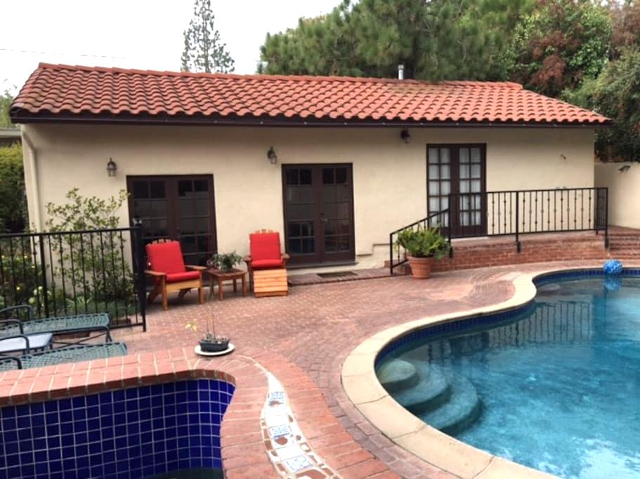 Private Guest House/Bungalow with full amenities - Altadena