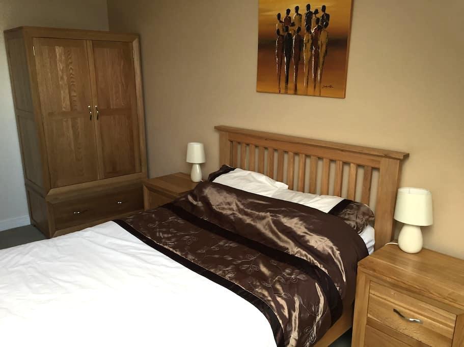 Double bedroom in modern penthouse apartment - Wilmslow - Apartemen