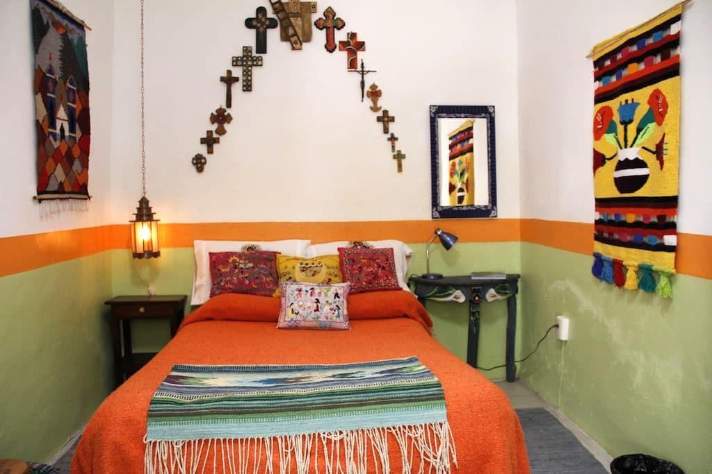 Rosa Room 2 at Casona Rosa B&B - Morelia - Bed & Breakfast