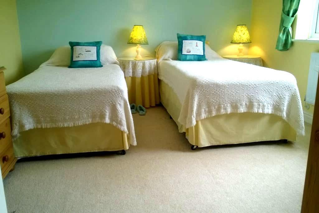 Lincs. Twin beds - private bathroom-Holbeach - Holbeach - Hus
