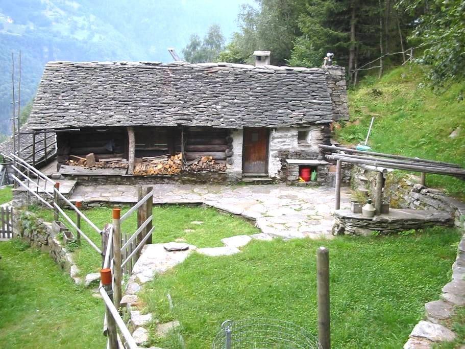 Wander Ferien im Abenteuerrustico Calanca - arvigo monti - 통나무집