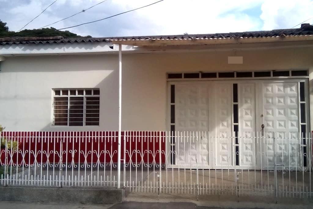 Casa Buga Colombia alojamiento, turismo o negocios - Guadalajara de Buga - House
