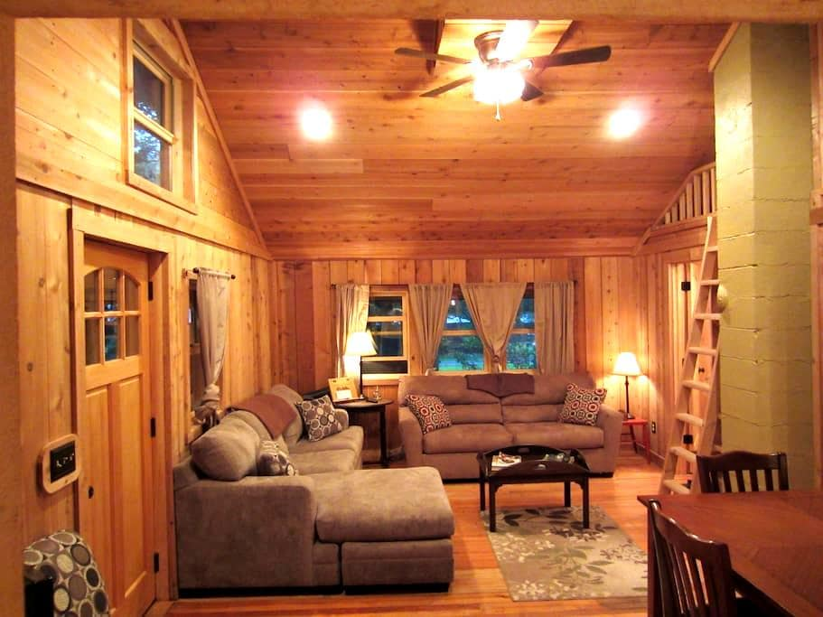 Gum Run Cabin Super Cute & Cozy by National Forest - HINTON
