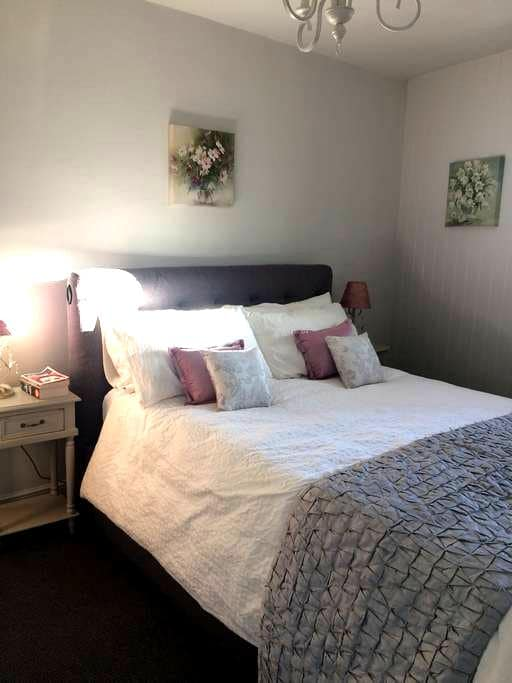 Cosy cottage in the heart of Wimborne Minster. - Wimborne Minster - Townhouse
