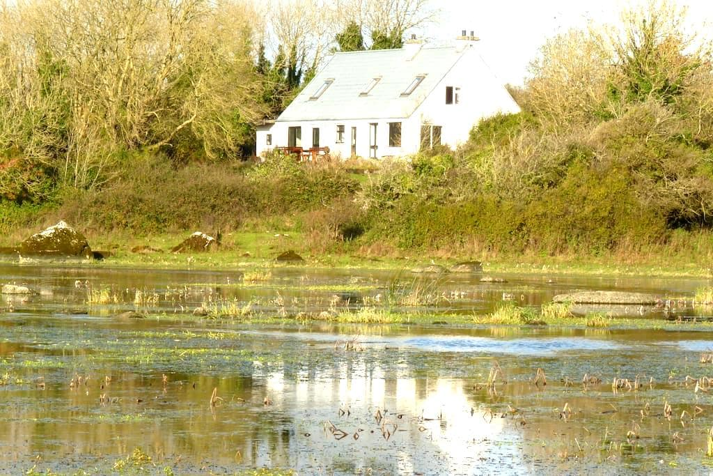 Spacious 4 bedroom retreat in peaceful location - Galway - Maison