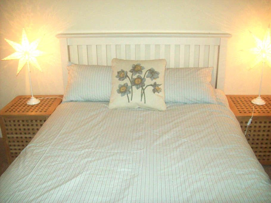 A Quiet Comfortable Double Room - Reading - Appartement