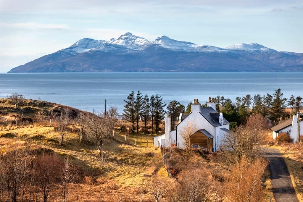 Burnbank Cottage Bed and Breakfast - Tarskavaig