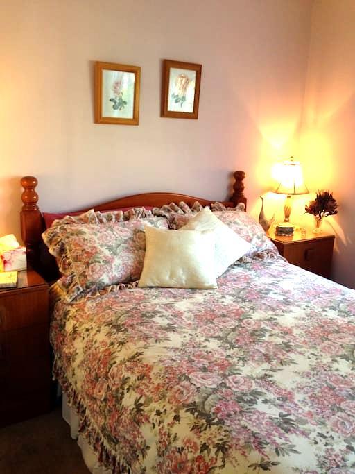 Cumnock Rose Room - Orangeville - Hus
