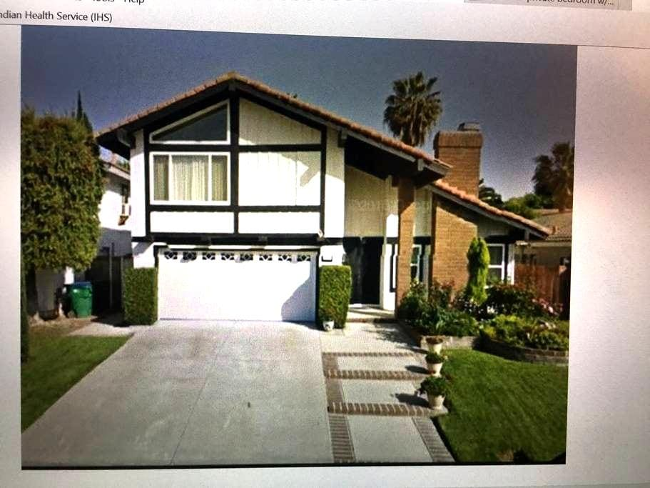 Private bd in 4 bd house - Mission Viejo - House