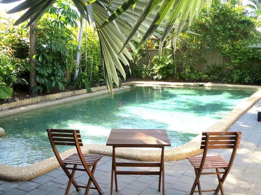 Resort style accommodation 2, 3min walk to Beach - Holloways Beach - House