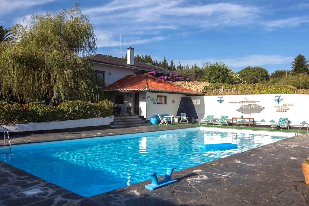 Chalet con piscina en zona de playa - Ares