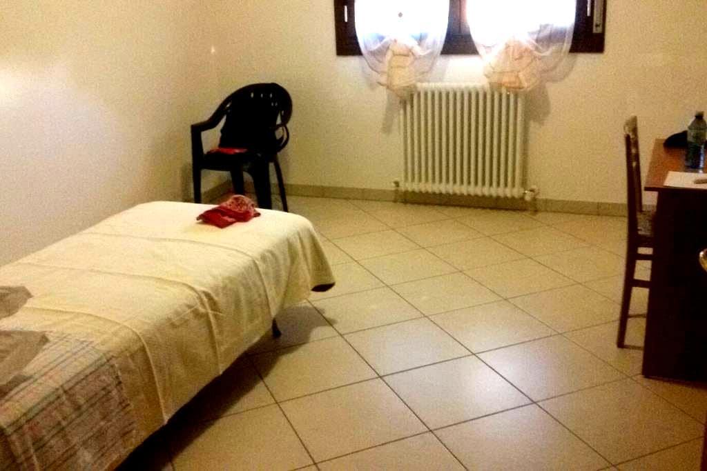 Spaziosa stanza con bagno privato - Ozzano dell'Emilia - Pis