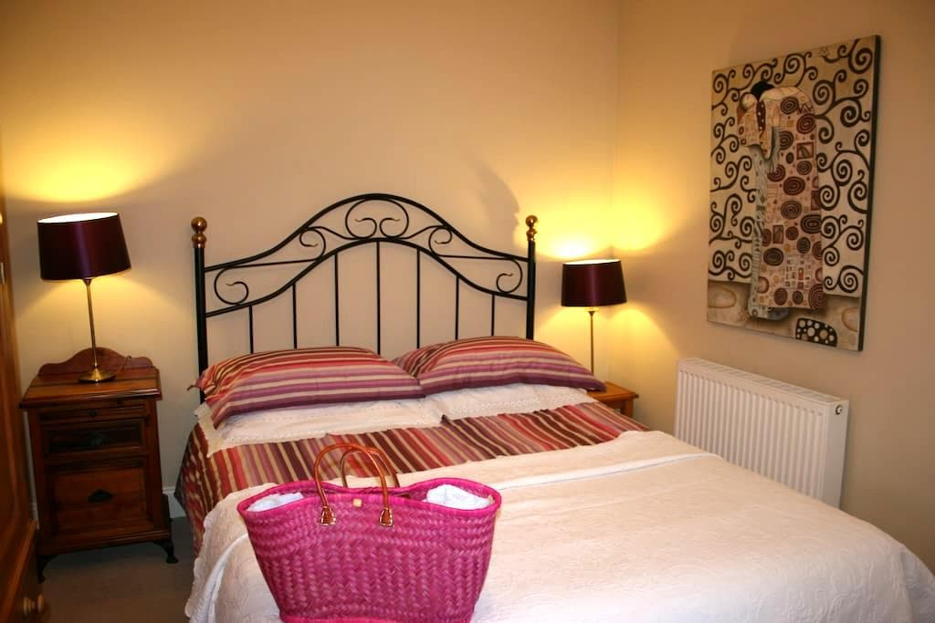 Bright, pretty double room - 12 min. walk to town - Kinsale - Huis