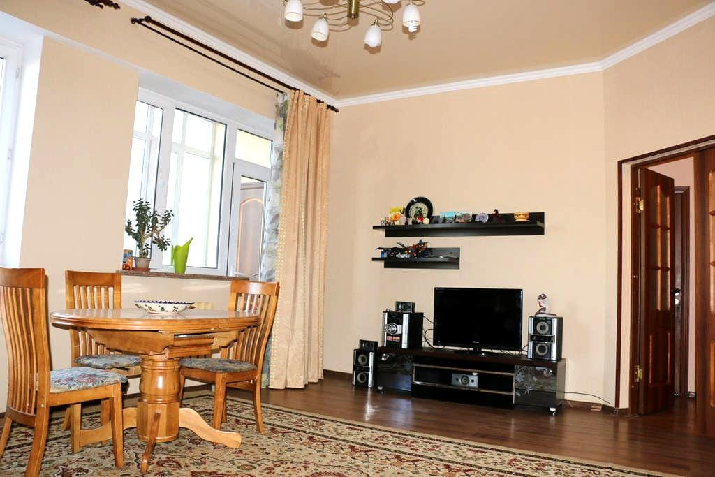 Spacious 3-room apartment in a new house in center - Bischkek