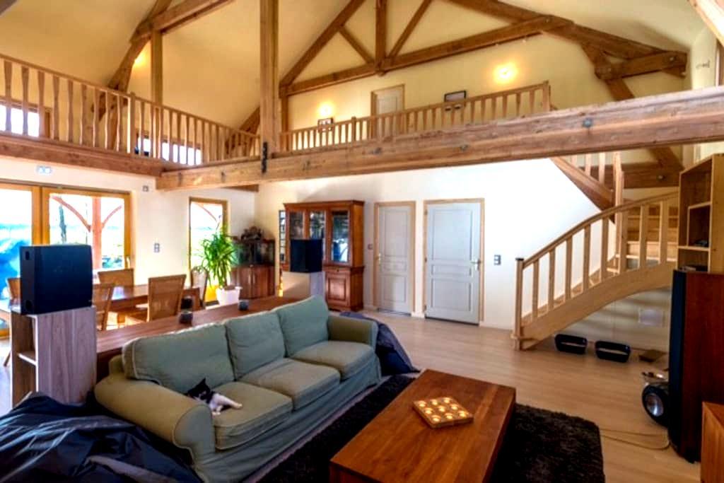suite parentale dans superbe maison bois - Les Barils - บ้าน
