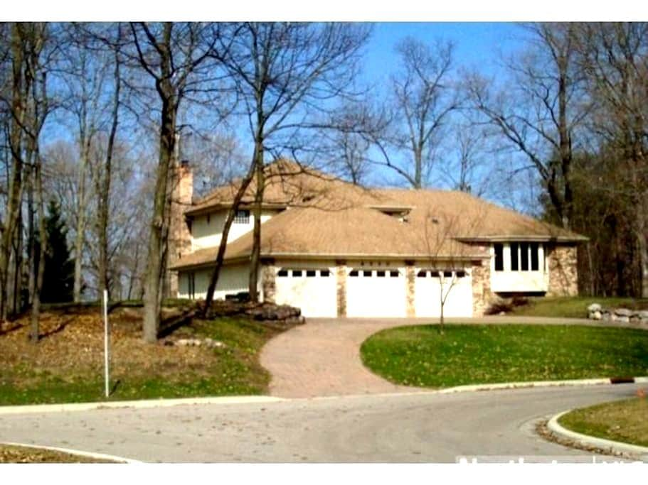 Private room - Lake Minnetonka 1 acre retreat! - Excelsior - Dom