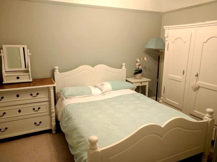 Room 1920s detached family house. - Emsworth