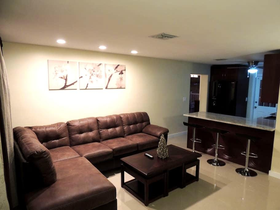 Deluxe bedroom near the beach - Pompano Beach - Ev