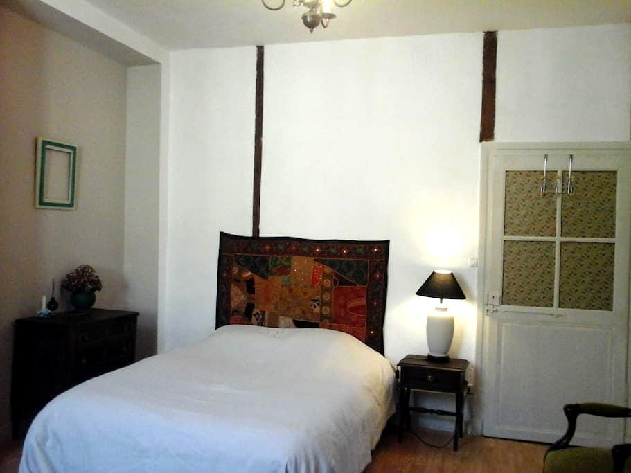 Chambre en centre ville - Saint-Céré - Apartment