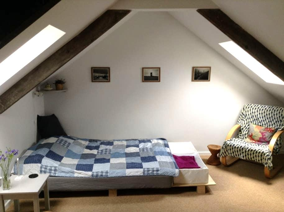 Large newly converted loft in the old town - Porthleven - Appartement
