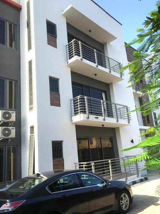Centrally Located, clean, quiet - Lagos - Apartment