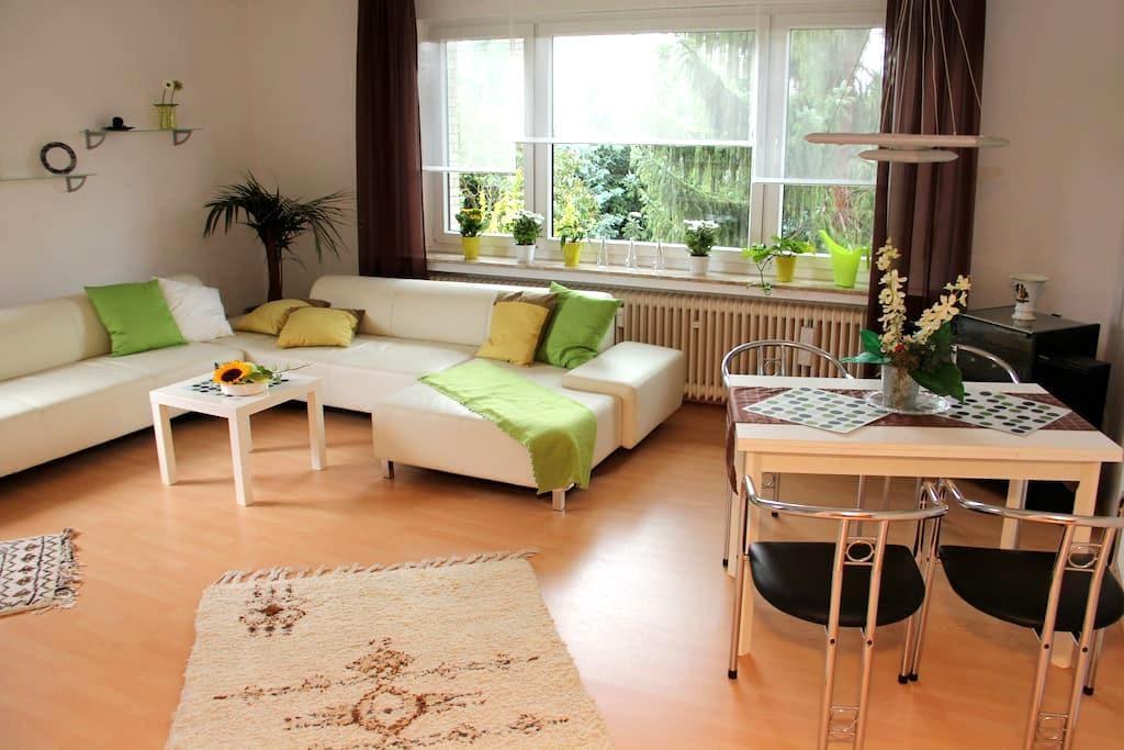 zentrale, aber ruhige Ferienwohnung - Holzminden - Apartment