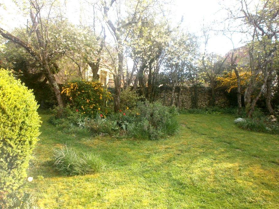 Cottage bij Vezelay met tuin - Vézelay - Dům