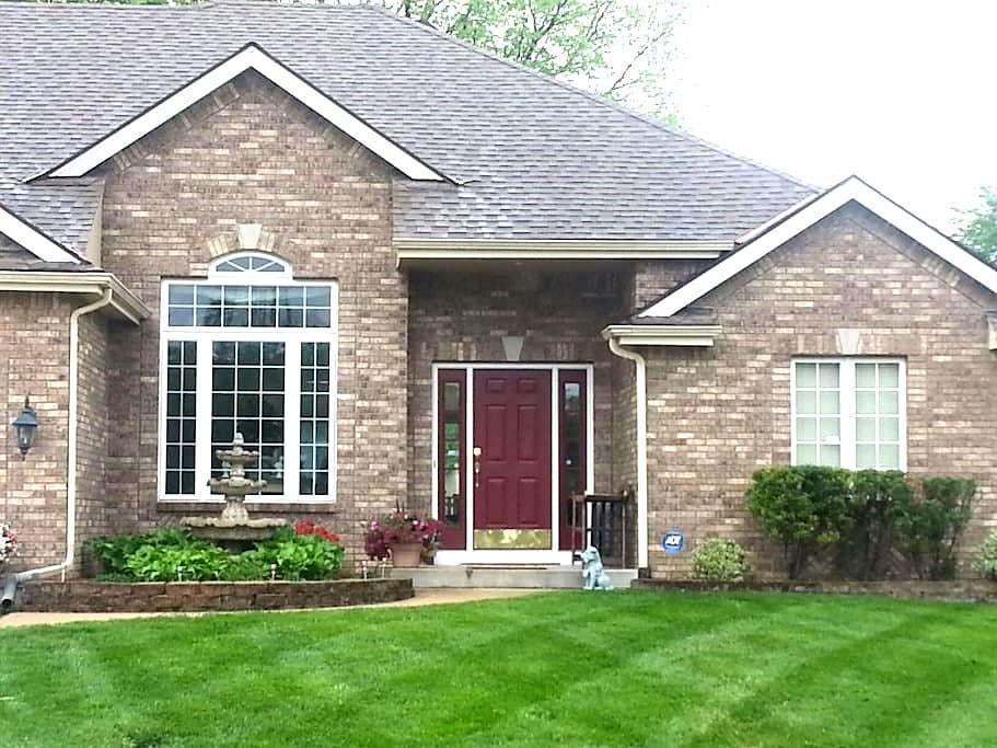EXECUTIVE  HOME NEAR AIRPORT - Kansas City