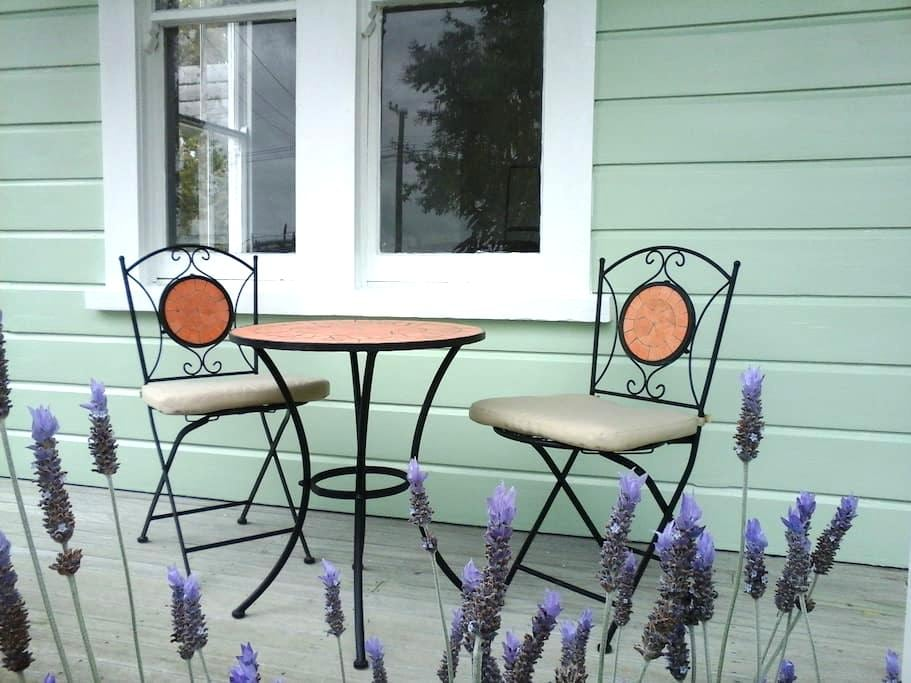 Lavender53 - Newly renovated villa - Martinborough - Rumah