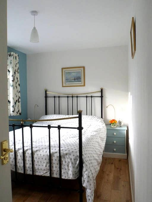 Double bedroom private shower-room, S. Norfolk - Loddon