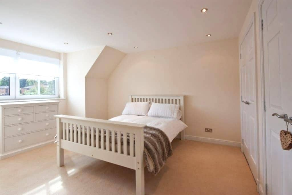 Double bedroom on own floor in house with en-suite - Edinburgh - Hus