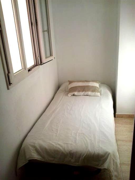 Habitación  perfecta  para estancias cortas. - Palma - Bed & Breakfast
