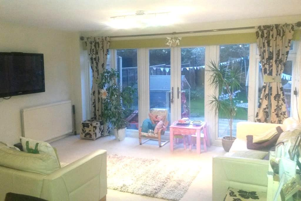 Modern, spacious, fresh, inviting! - Billericay - Radhus