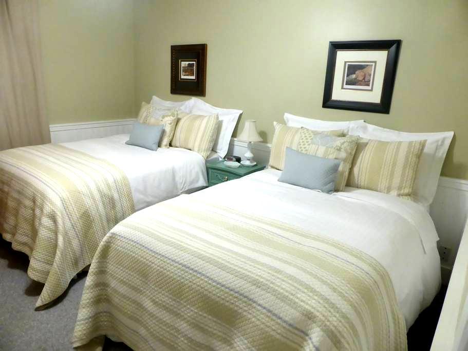 Spring Manor-Retreat Room (two double beds) - Cataratas do Niágara - Pousada