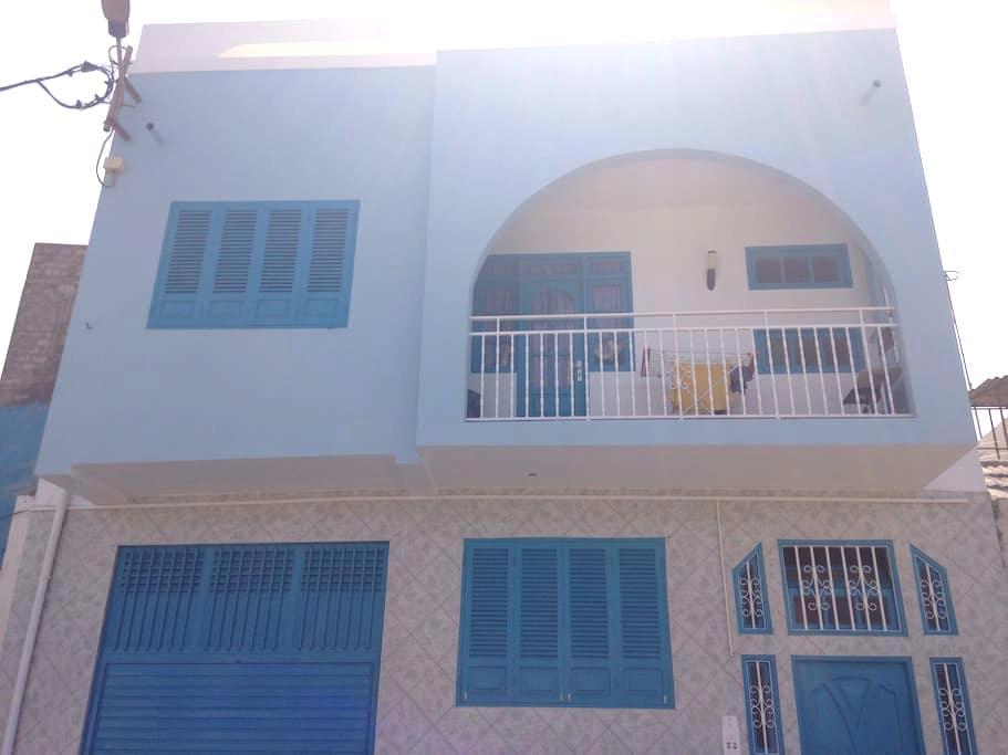 Belle maison bleu à deux étages - Mindelo - Dom