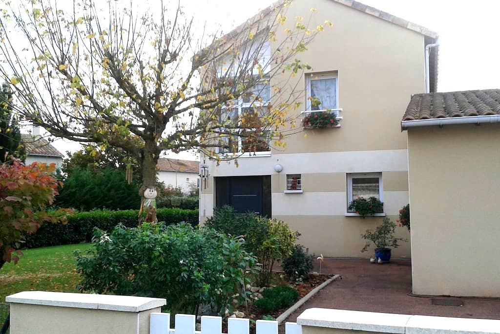 Chambre Proche Poitiers/CivauxConvientDéplacement - Lhommaizé