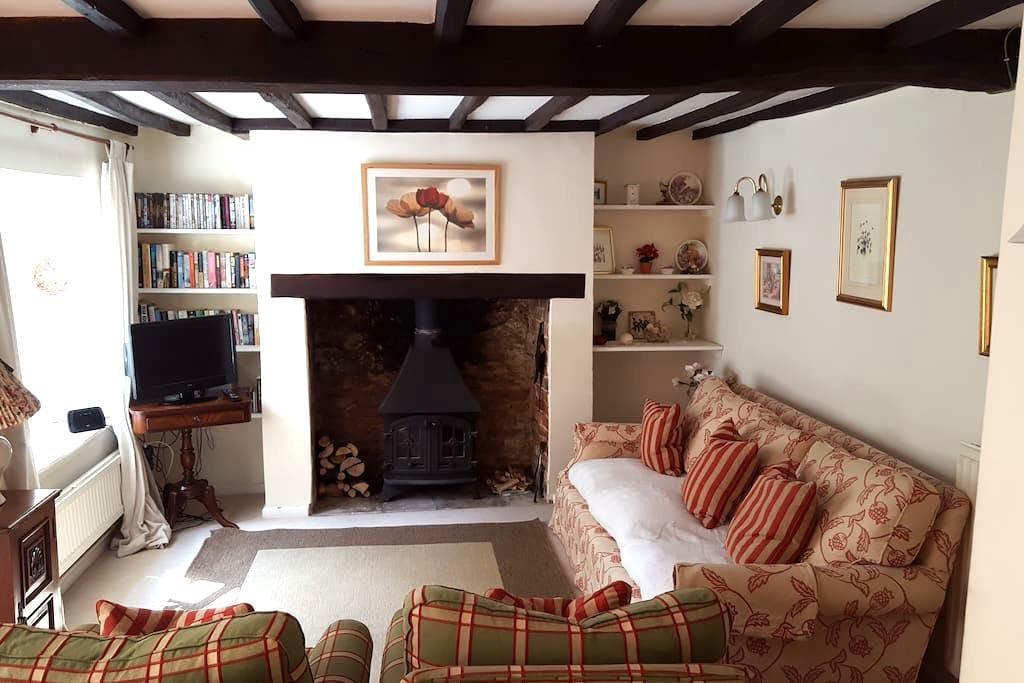 Charming 18th c Cotswolds Cottage - Middle Barton - Ev