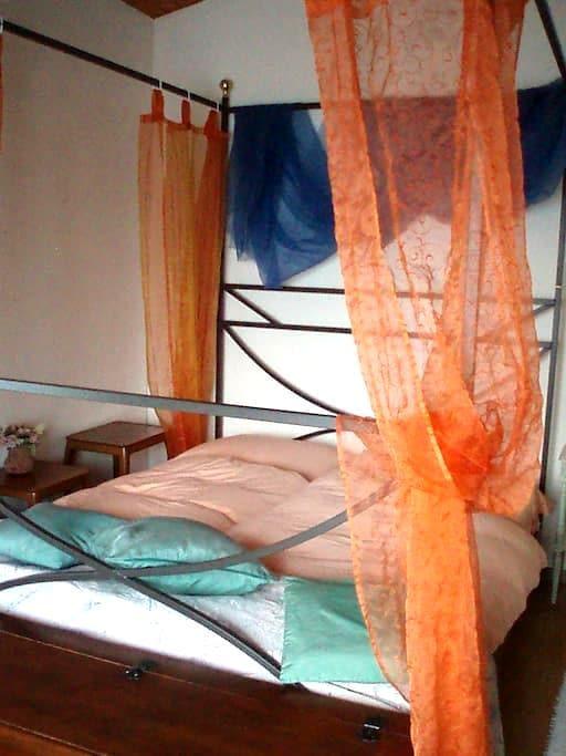 "Zimmer mit Himmelbett ""Honeymoon"" - Uetliburg - บ้าน"