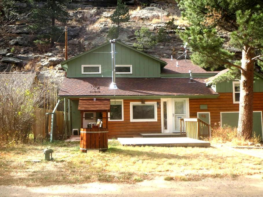 Rustic, comfortable cabin on river near RMNP - Drake
