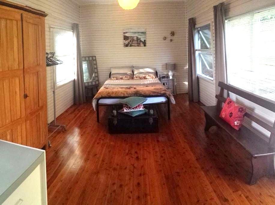 Rustic Beach Cabin. Pets Welcome :) - Bateau Bay