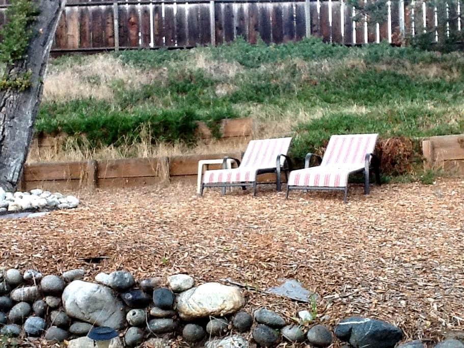 Simple Retreat Garden Cabin! - Monterrey - Bed & Breakfast