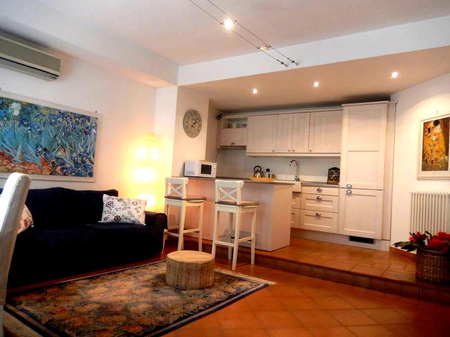 Comfortable apartment in villa with pool - Rom - Lägenhet