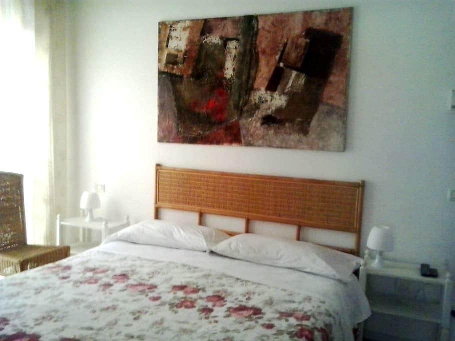 double bedroom shared bath - Bergamo - Appartement