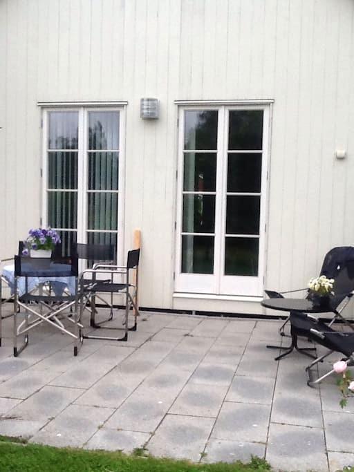 Nyrenoverat gårdshus i naturskön by - Sörfors
